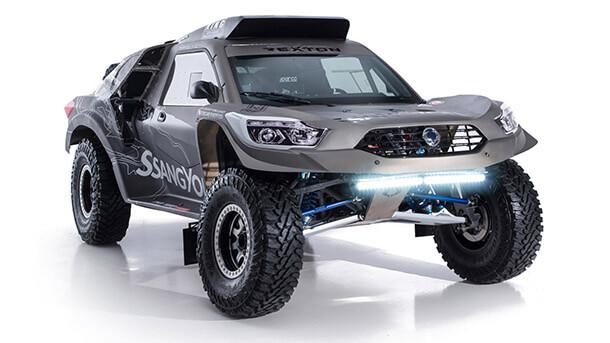 ססאנגיונג רקסטון DKR - לקראת ראלי דאקר גם ססאנגיונג מחממת מנוע V8. צילום: ססאנגיונג