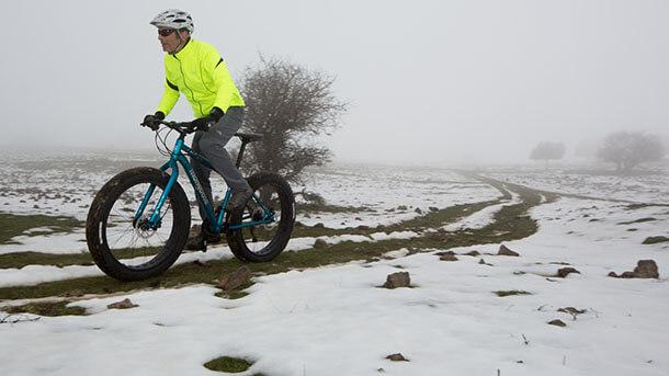 אל תהיו קטנוניים. שלג זה גשם קפוא. בתנאים האלה לציוד יש חשיבות מכרעת למניעת היפותרמיה. צילום: תומר פדר