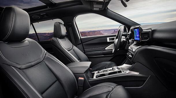 """פורד מציגה גרסת ST ספורטיבית של פורד אקספלורר החדש - עם 400 כ""""ס וחבילת בלימה ואיבזור ייחודיית זה מתחיל להיראות מעניין. צילום: פורד"""