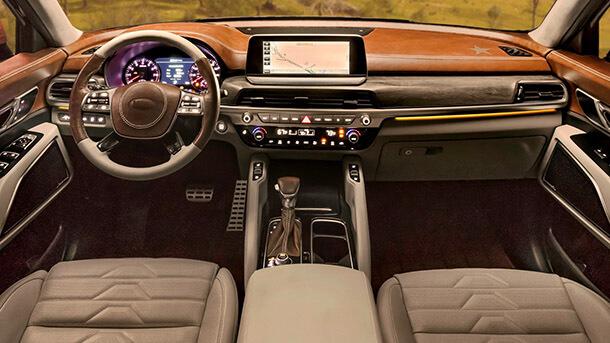 הנה קיה טליורייד - עם 7 או 8 מושבים, הנעה כפולה ומגפון לנהג שהנוסעים מאחור ישמעו אותו. צילום: קיה