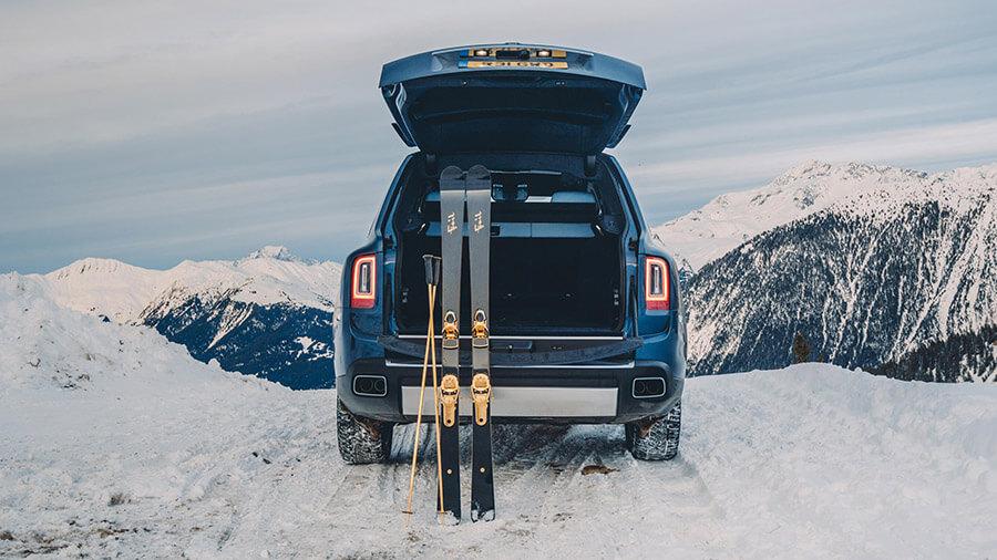 לצאת לסקי בסטייל. רולס רויס קאלינן פלוס נהג לגולש העשיר מאד. צילום: רולס רויס