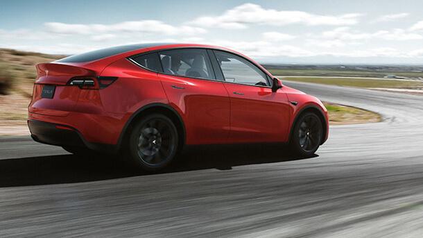 טסלה חושפת מודל Y - רכב פנאי חשמלי קטן יחסית ועם ביצועים של רכב על. צילום: טסלה