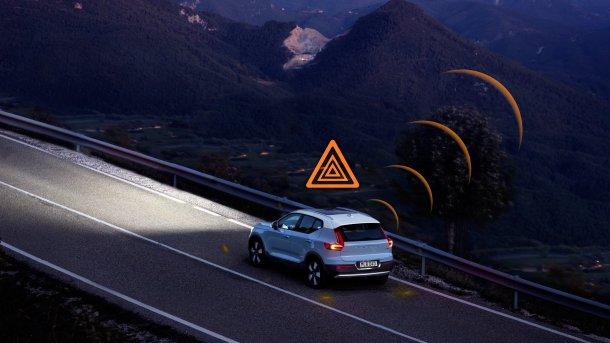 כשאתה נוסע בכביש הררי בלילה - אתה או את עשויים לקבל חיווי כזה המזהיר בפני סכנה לא מוגדרת בהמשך הדרך. צילום: וולוו