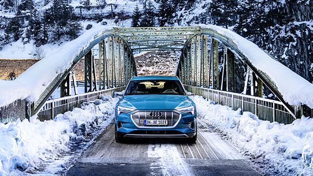Audi e-tron - מחר (יום רביעי) באירוע לעיתונות הרכב הישראלית. באילת לא בשלג. צבר הזמנות גדול נתן לצ'מפיון את הבטחון לקיים אותו. צילום: אאודי