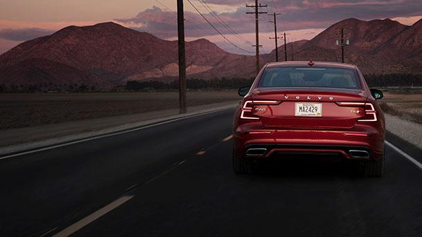 וולוו S60 החדשה מגיעה לשוק הישראלי - המחיר החל ב-249,000 שקלים. וכן יש גרסה היברידית. צילום: וולוו