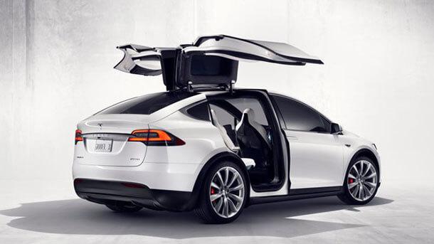 טסלה מודל X - רכב פנאי גדול, חשמלי עם חלל פנימי רב ויכולת אוטונומית. צילום: טסלה