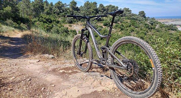 מבחן ג'יאנט טראנס אדוונסד 2 29. אופני שבילים - עם שלדת קרבון ומנעד יכולת רחב. צילום: רוני נאק