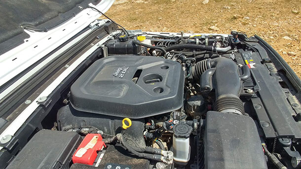 """מבחן דרכים ג'יפ רנגלר רוביקון. מנוע 2.0ל' טורבו עם 272 כ""""ס ו-41 קג""""מ. תפוקה נאה אבל רצועת הכוח צרה והצימאון רב. צילום: רוני נאק"""