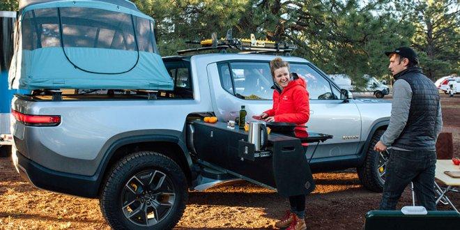 על כל חביתה כמה קילומטרים פחות יסע הריוויאן החשמלי? טנדר 4X4 חשמלי עם מטבח חשמלי. צילום: RIVIAN