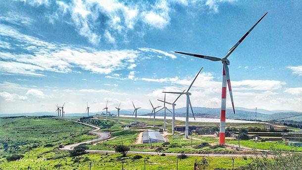 טורבינות הרוח בסמוך לפרוייקט אריגה שאובה במעלה גלבוע. צילום נפלא של שי מועלם מאתר windfarm