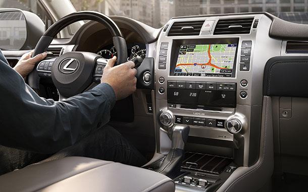 לקסוס GX חדש עם מערכות בטיחות אקטיביות מקוריות וקבינה משופרת. צילום: LEXUS