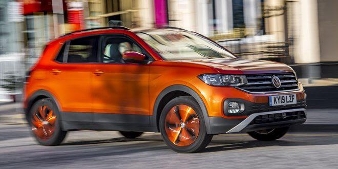 פולקסווגן T CROSS בגרסת טורבו-דיזל וצבע תפוז מכאני. צילום: VW