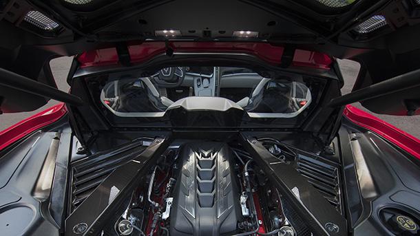 """המנוע במרכז. V8 אטמוספרי בנפח 6.2ל' - עם 495 כ""""ס ו-65 קג""""מ. צילום: GM"""