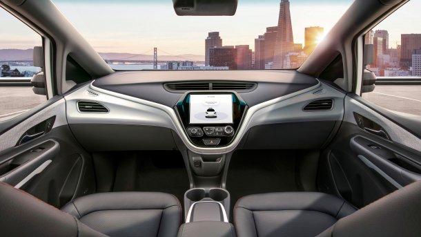 האם המירוץ לטכנולוגיה האוטונומית השיג את הצרכנים? כאן שברולט אוטונומית ללא קוקפיט. צילום: GM