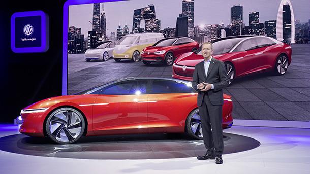 """העתיד של VW הוא חשמלי ואוטונומי - כך לפי הרברט דיס מנכ""""ל הקבוצה. צילום: VW"""