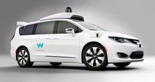 קרייזלר פאסיפיקה של WAYMO (גוגל) רוב החשמל הולך להפעלת הנהג. צילום: WAYMO