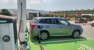 מיצובישי אאוטלנדר PHEV - המהפכה החשמלית כבר החלה עם רכב פנאי שמציג טכנולוגיית הנעה מאד מתקדמת ויעילה. צילום: שטח