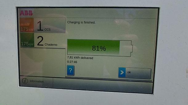 אפילו שיש 175KW - את קצב הטעינה קובעת מערכת הניהול של הרכב. כדי להגן על הסוללה היקרה. צילום: שטח