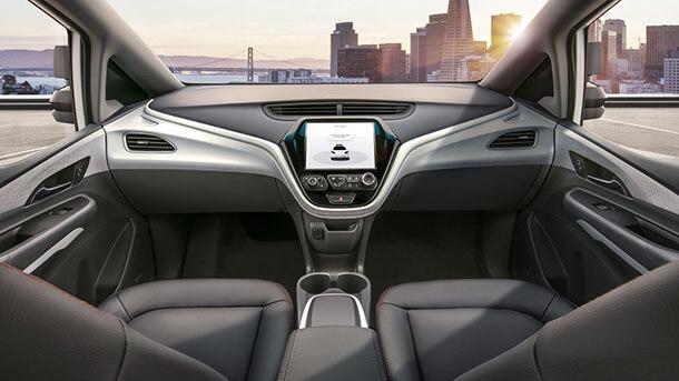 תבחרו צד. רכב אוטונומי מלא כמו קרוז של GM הרבה יותר רחוק בעתיד. צילום: GM