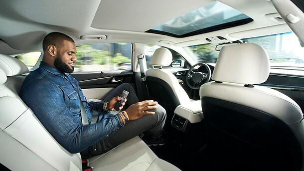 וכאן אינטל $ינעה את לברון ג'יימס לבטוח ברכב אוטונומי. צילום: אינטל