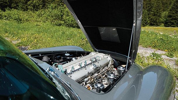 הנה אסטון מרטין DB5 שוטינגברייק - היא למכירה. הכינו מיליון וחצי דולר. צילום: RMS