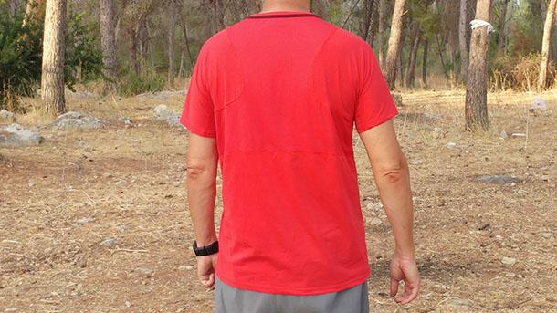 בדקנו חולצת כושר מנדפת של DOMYOS מ-דקטלון. צילום: רוני נאק