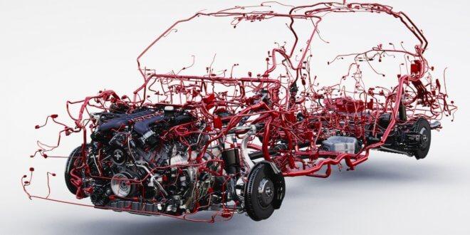 בצילום כל מה שאדום זה חלק ממערכת החיווט בבנטלי בנטאיגה. צילום: בנטלי