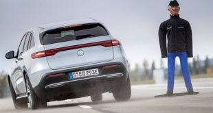 תוצאות מצויינות לכלי רכב המצויידים במערכות בטיחות אקטיביות - כמו מרצדס EQC כאן בניסוי פנימי. צילום: מרצדס