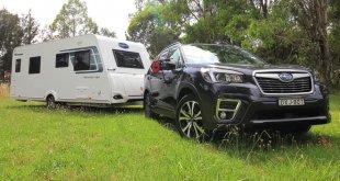 """סובארו פורסטר החדש מאושר עתה לגרור עד 2,000 ק""""ג. כאן נותן עבודה באוסטרליה. צילום: carsales.com.au"""