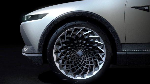 קונספט יונדאי 45 - מראה רטרו עם טכנולוגיה עתידית ופלטפורמה חשמלית מודולארית. צילום: יונדאי