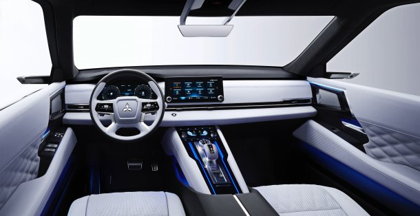 מיצובישי אנגלברג טורר - רכב פנאי היברידי נטען עם 7 מושבים והנעה כפולה. צילום: מיצובישי