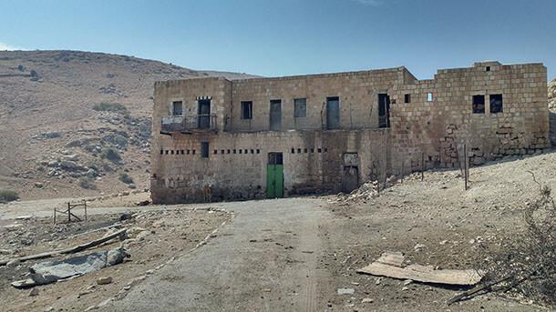 חמאם אל מליח. מבנה הח'אן שליד המעיינות החמים שכבר נסתמו. מקום היסטורי, מקסים, נטוש ועצוב מאד. אבל מעניין ושווה ביקור! צילום: רוני נאק