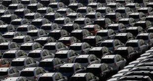 חניה של מכוניות חדשות בנמל